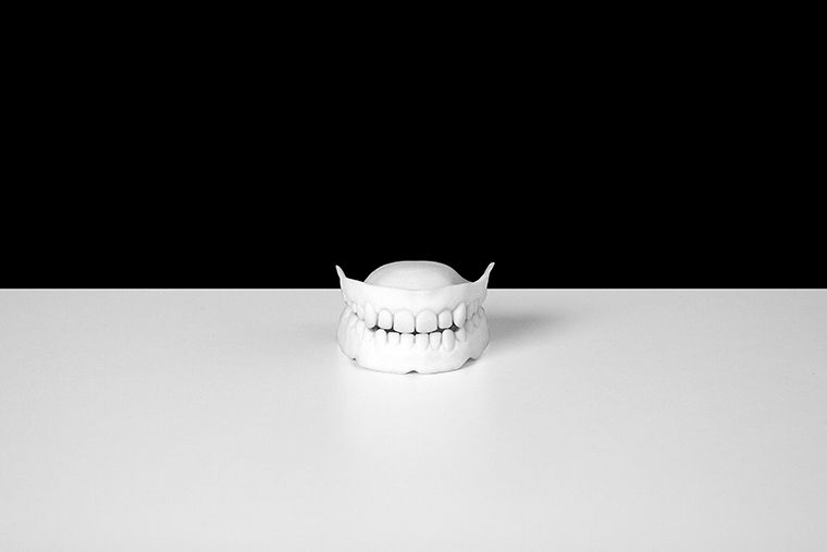 Dentures, 2010. Noam Toran and Onkar Kular. Foto: Diego Trujillo. Courtesy of the artists.